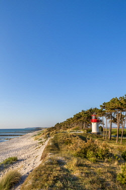 GER10549AW Lighthouse and beach, Gellen, Hiddensee island, Mecklenburg-Western Pomerania, Germany