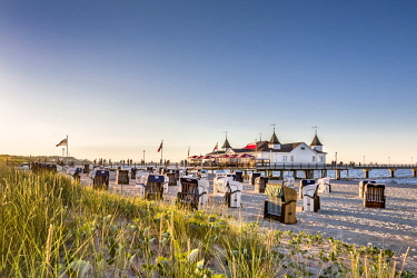 GER10557AW Beach baskets and pier, Ahlbeck, Usedom island, Mecklenburg-Western Pomerania, Germany