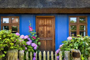 GER10580AW Thatched house, Warthe, Lieper Winkel, Usedom island, Mecklenburg-Western Pomerania, Germany