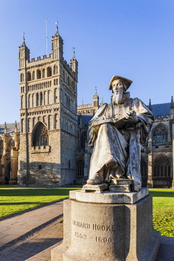 TPX60843 England, Devon, Exeter, Exeter Cathedral and Statue of Richard Hooker