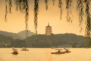 CH11477AW Leifeng Pagoda at dusk, West Lake (UNESCO World Heritage Site), Hangzhou, Zhejiang, China