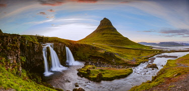 ICE4095AW Mount Kirkjufell and its waterfalls at sunset, Snaefellsnes peninsula, Iceland