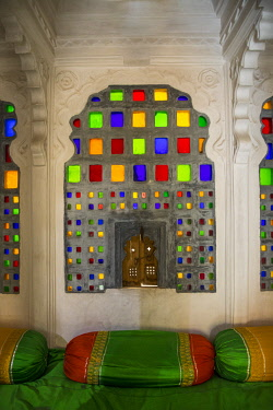 IN290RF Colourful window detail, City Palace, Udaipur, Rajasthan, India