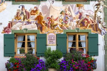 IBLRAI03813642 L ?ftlmalerei, historical scene from Bolzano market, house 'beim Gschoaga', Mittenwald, Werdenfelser Land, Upper Bavaria, Bavaria, Germany, Europe