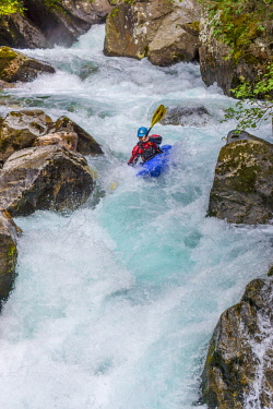 IBLRFZ04248707 Kayakers in extreme whitewater, river Ziller in Zillergrund, Zillertal, Tyrol, Austria, Europe