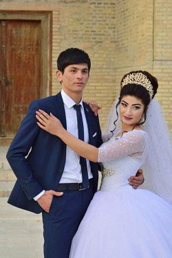 UZB0019AW A photo session for the wedding. Bukhara, a UNESCO World Heritage Site. Uzbekistan