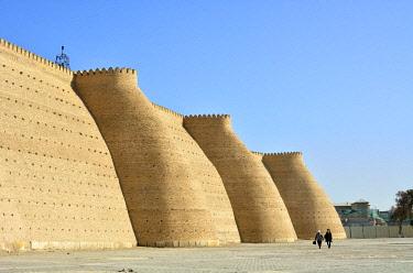 UZB0070AW City walls. Ark fortress, Bukhara, a UNESCO World Heritage Site. Uzbekistan
