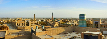 UZB0119AW The old town of Khiva (Itchan Kala), a Unesco World Heritage Site, seen from the Khuna Ark citadel. Uzbekistan