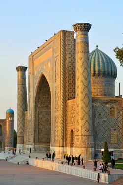UZB0157AW Sher-Dor Madrasah. Registan square, a Unesco World Heritage Site, Samarkand. Uzbekistan