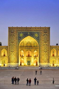 UZB0159AW The Registan square  and Tilya-Kori Madrasah. A Unesco World Heritage Site, Samarkand. Uzbekistan