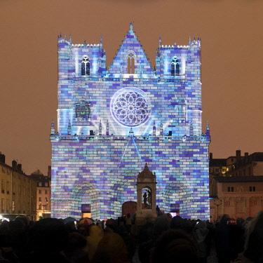 FRA10209AW Cathedrale Saint-Jean-Baptiste de Lyon illuminated during the Fete des Lumieres, Lyon,Auvergne-Rhône-Alpes, France