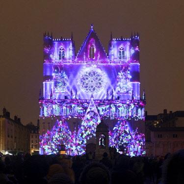 FRA10210AW Cathedrale Saint-Jean-Baptiste de Lyon illuminated during the Fete des Lumieres, Lyon,Auvergne-Rhône-Alpes, France