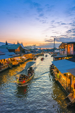 THA1166AW Amphawa floating market, Samut Songkhram, Bangkok, Thailand.