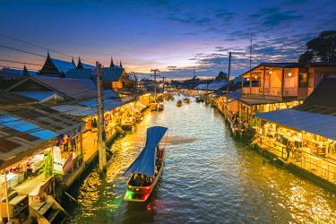 THA1167AW Amphawa floating market, Samut Songkhram, Bangkok, Thailand.