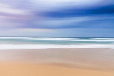ARPEAN000809 Beautiful blurred abstract landscape of beach, Sunrise Beach, Queensland, Australia