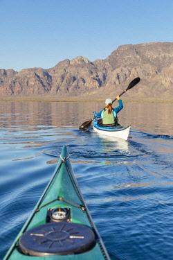 ARPEAN000646 Woman sea kayaking in Bahia de Loreto National Park, Puerto Escondido, Baja California Sur, Mexico