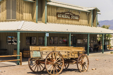 ARKORO003424 Old wagon standing in front of Death Valley National Park general store, California, USA