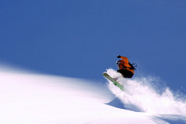 ARVAEV000691 Low angle view of snowboarder on snow, Lake Tahoe, USA