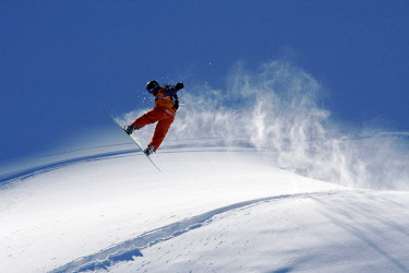 ARVAEV000693 Front view of snowboarder flying above hill, Lake Tahoe, USA