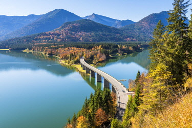 CLKAC74026 Bad Tolz, Bavaria, Germany, Europe. Sylvenstein bridge in autumn season