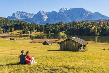 CLKAC74039 Gerold, Garmisch Partenkirchen, Bavaria, Germany, Europe. A couple admiring the view in Gerold