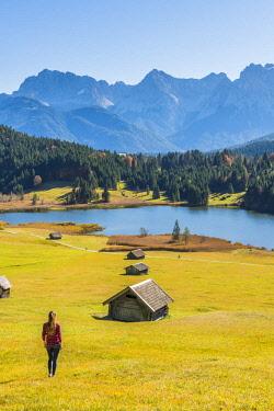 CLKAC74072 Gerold, Garmisch Partenkirchen, Bavaria, Germany, Europe. Young woman admiring the view in Gerold