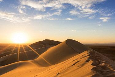 CLKFV74255 Golden light on Khongor sand dunes in Gobi Gurvan Saikhan National Park. Sevrei district, South Gobi province, Mongolia.