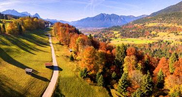 CLKMR72191 The iconic Wamberg Church, with Mount Waxenstein on the background. Wamberg, Garmisch Partenkirchen, Bayern, Germany