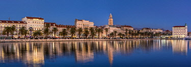 CRO1599AW Panoramic view of the waterfront with Cathedral of St. Domnius in the background, Split, Dalmatia, Croatia