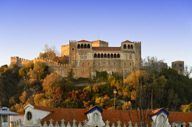POR9700AW Leiria castle dating back to the 12th century. Portugal
