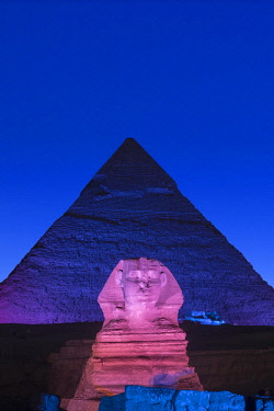 EG01508 Pyramid of Khafre (Chephren) and the Sphinx at night, Giza, Cairo, Egypt