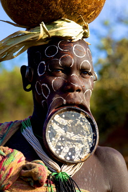 ETH3418AW Africa, Ethiopia, Omo Delta.  A Mursi woman wearing a large lip plate.