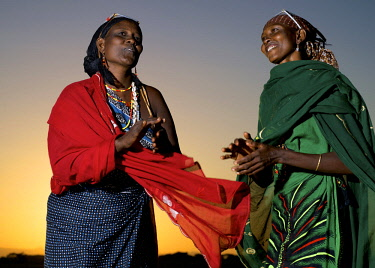 KEN10468AW Africa, Kenya, Chalbi Desert.  Two Gabbra women singing and clapping together