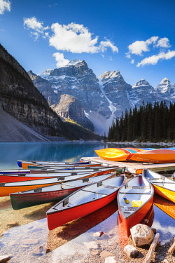 CAN3228AW Moraine lake in autumn, Banff National Park, Alberta, Canada