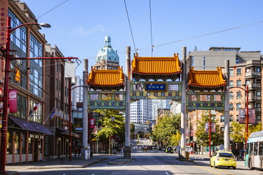 CAN3273AW Chinatown entrance gate, Vancouver, British Columbia, Canada