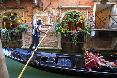 IT02837 Italy, Veneto, Venice, Sestiere of Rialto, Gondola and small canal