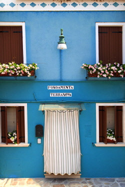 IT02838 Italy, Veneto, Venice, Burano Island, traditional colorful houses