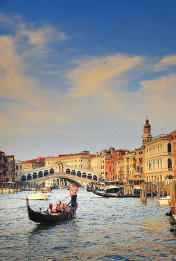 IT02852 Italy, Veneto, Venice, Sestier of Rialto, Rialto Bridge