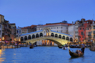 IT02853 Italy, Veneto, Venice, Sestiere of Rialto, Rialto Bridge
