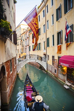ITA11469 Italy.Veneto.Venice. Gondolas passing through canals.