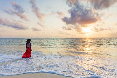 TZ3511 East Africa, Tanzania, Zanzibar island, Paje, young woman walking on the beach (MR)