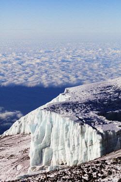 TZ3566 East Africa, Tanzania, Kilimanjaro (5895m), Unesco World Heritage site, receding summit glacier