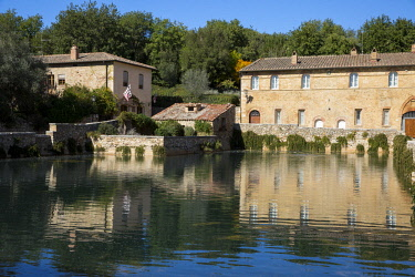 ITA11508 Bagno Vignoni, Tuscany, Italy. The thermal bath in the center of the village.
