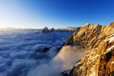 NEP2302 Asia, Nepal, Khumbu valley, Sagamartha National Park, Unesco World Heritage site, peaks of Tobuche and Cholatse seen from Ama Dablam (6812m) at sunset