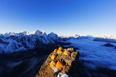 NEP2316 Asia, Nepal, Khumbu valley, Sagamartha National Park, Unesco World Heritage site, Ama Dablam (6812m) Camp 2