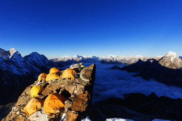 NEP2319 Asia, Nepal, Khumbu valley, Sagamartha National Park, Unesco World Heritage site, Ama Dablam (6812m) Camp 2