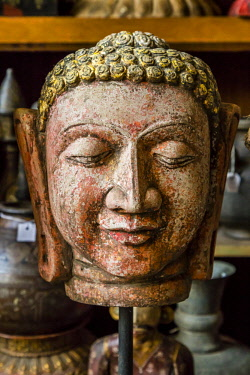 IND8486AW Jaipur, Rajasthan, India. Carved heads of Buddah fore sale in antique store.