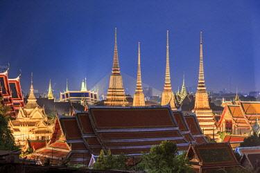 TH01427 Thailand, Bangkok elevated view of Wat Pho and Grand Palace