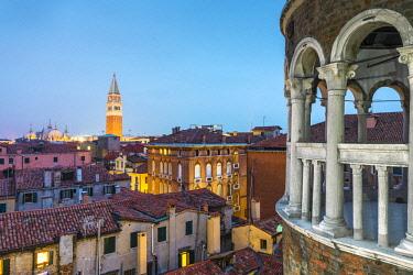 ITA11685AW Cityscape at dusk from Palazzo Contarini del Bovolo, Venice, Veneto, Italy.