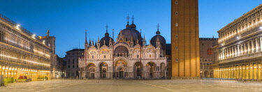 ITA11718AW St Mark's square and basilica at dusk, Venice, Veneto, Italy.